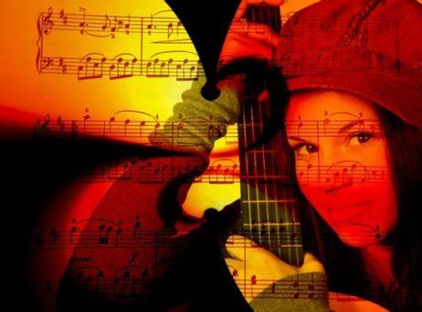 Frau_gitarre_noten_gitarre_spielen_lernen